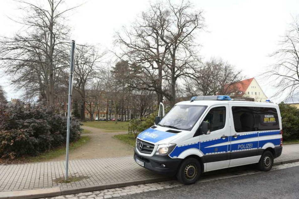 Im Döbelner Wettinpark soll es in der Nacht zu Freitag zu einem brutalen Übergriff gekommen sein. Das behauptet zumindest die NPD Sachsen in einem Facebookpost. Doch stimmt das?