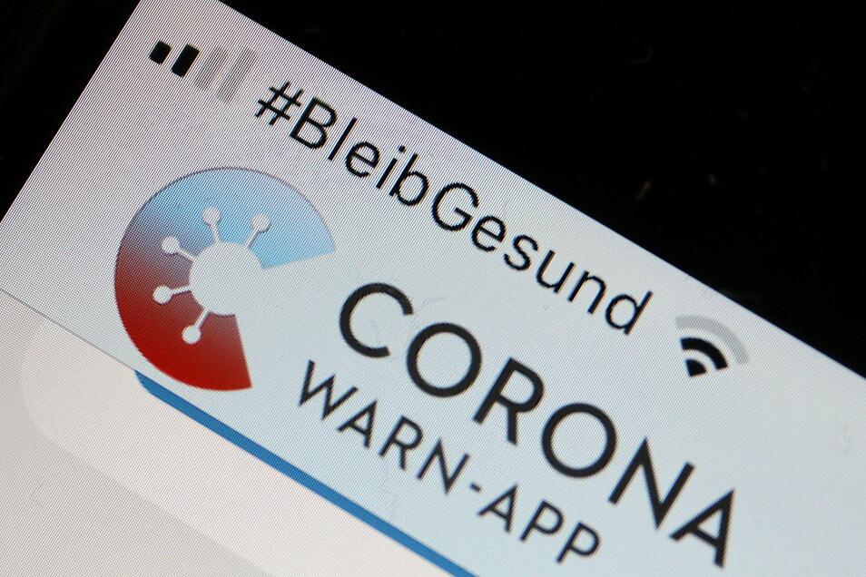 Die Corona-Warn-App mit der Seite zur Risiko-Ermittlung im Display eines Smartphone.