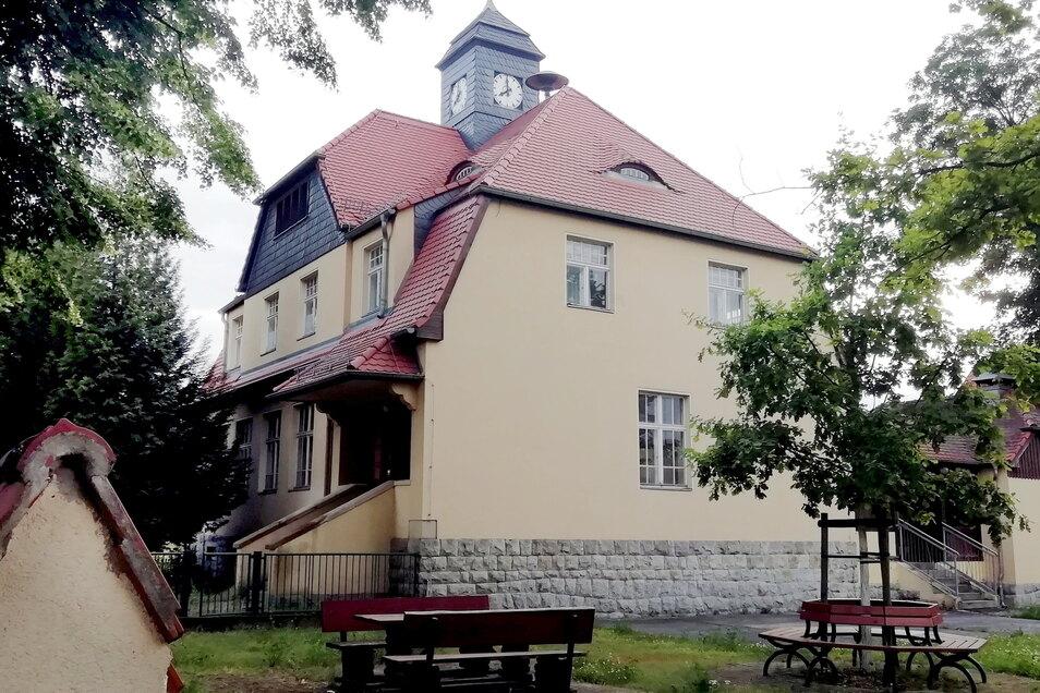 Die alte Schule in Bernbruch kann wegen eines Wasserschadens derzeit nicht mehr für den Kamenzer Ortsteil genutzt werden.
