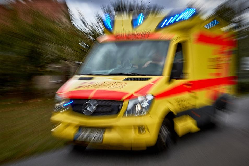 Der Rettungsdienst musste einen 21-Jährigen behandeln.