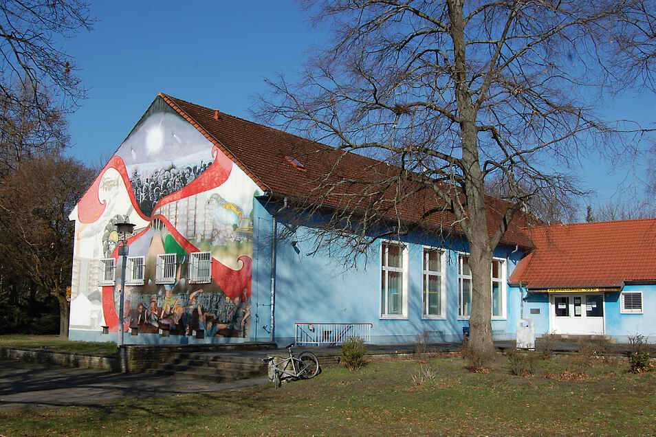 Hoyerswerdas Jugendclubhaus ist reichlich 57 Jahre alt. Nun soll aus dem Ossi bis 2025 ein zeitgemäßes Stadtteilzentrum gemacht werden.