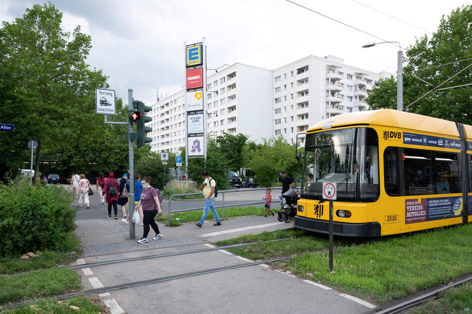"""Karoline Schulze über Prohlis: """"Man hat alles, Ärzte, eine Bank, Läden zum Einkaufen. Prohlis ist super gut angebunden mit der Bahn. Und: Hier kann man die Mieten noch bezahlen."""""""