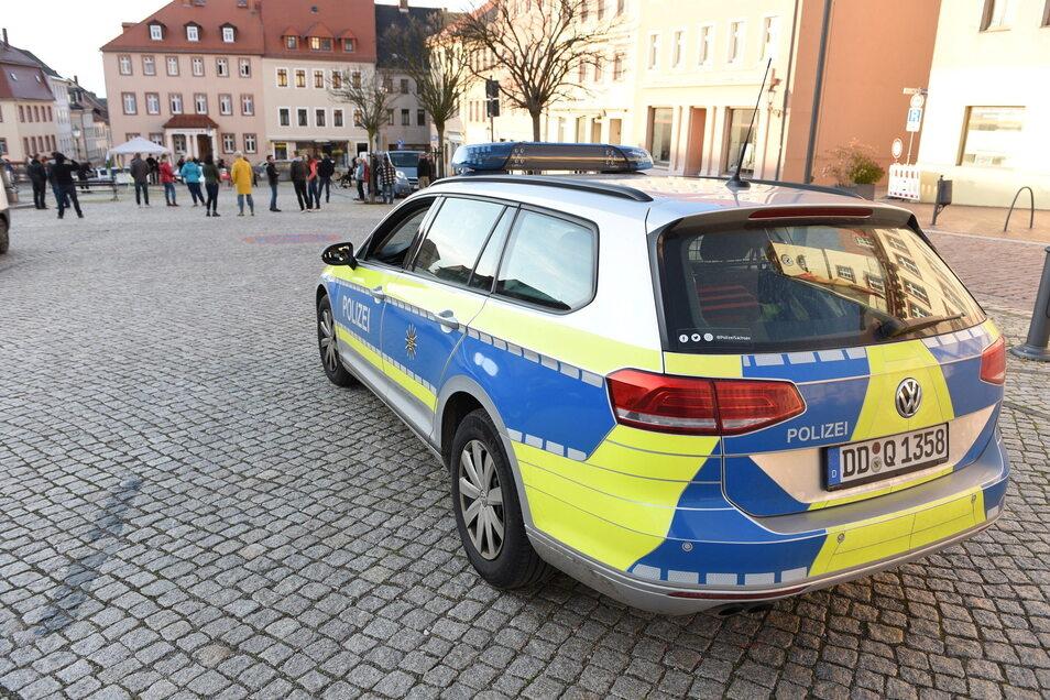 Die Polizei begleitete die Versammlung mit etwa 25 Beamten.