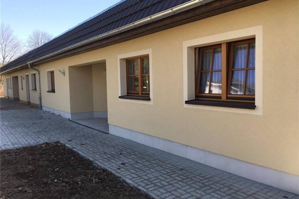 Fließend gehen der 2003 errichtete Altbau und der neue Anbau der Kinderkrippe in Leutersdorf ineinander über.