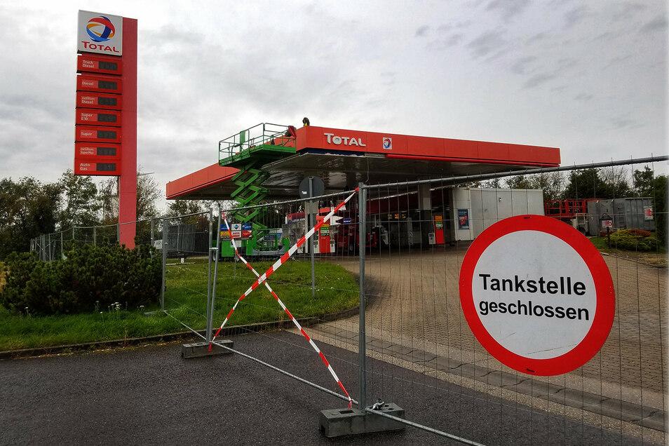 Die Tankstelle in Hartha ist seit Montag wegen Umbaus geschlossen. Am Wochenende soll sie wieder geöffnet sein.