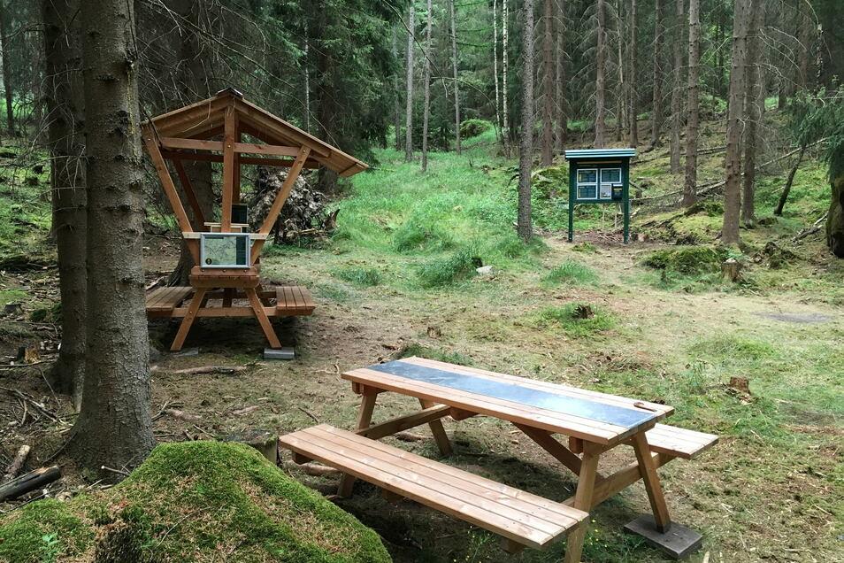 Das 2020 eröffnete Zehrborn Biwak am Forststeig Elbsandstein im hinteren Bielatal. Studenten der TU Dresden entwerfen für dieses Biwak eine neue Schutzhütte.
