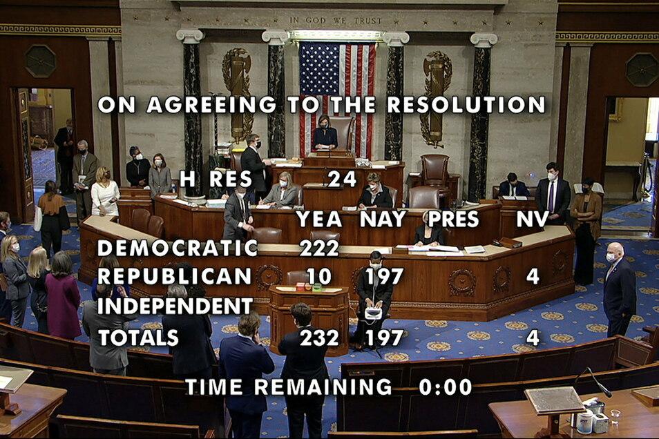 Dieses Standbild von einem vom US-Repräsentantenhaus zur Verfügung gestellten Video zeigt das Ergebnis der endgültigen Abstimmung von 232-197 für ein Amtsenthebungsverfahren vom Präsident Donald Trump nach dem Sturm auf das Kapitol.