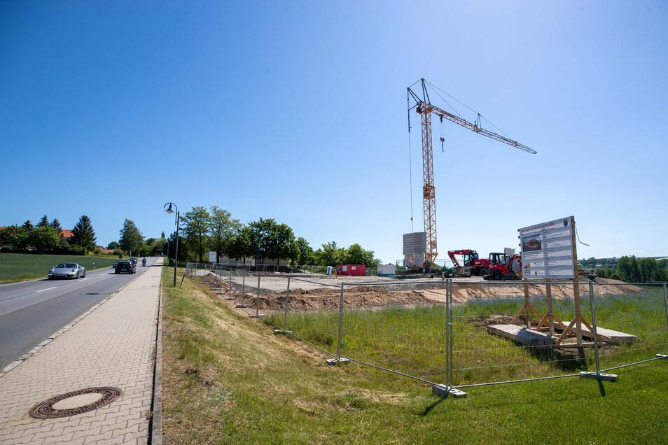 Auf der Pirnaer Straße in Stolpen unweit des Klärwerks der Stadt wird das neue Gerätehaus der Feuerwehr entstehen.