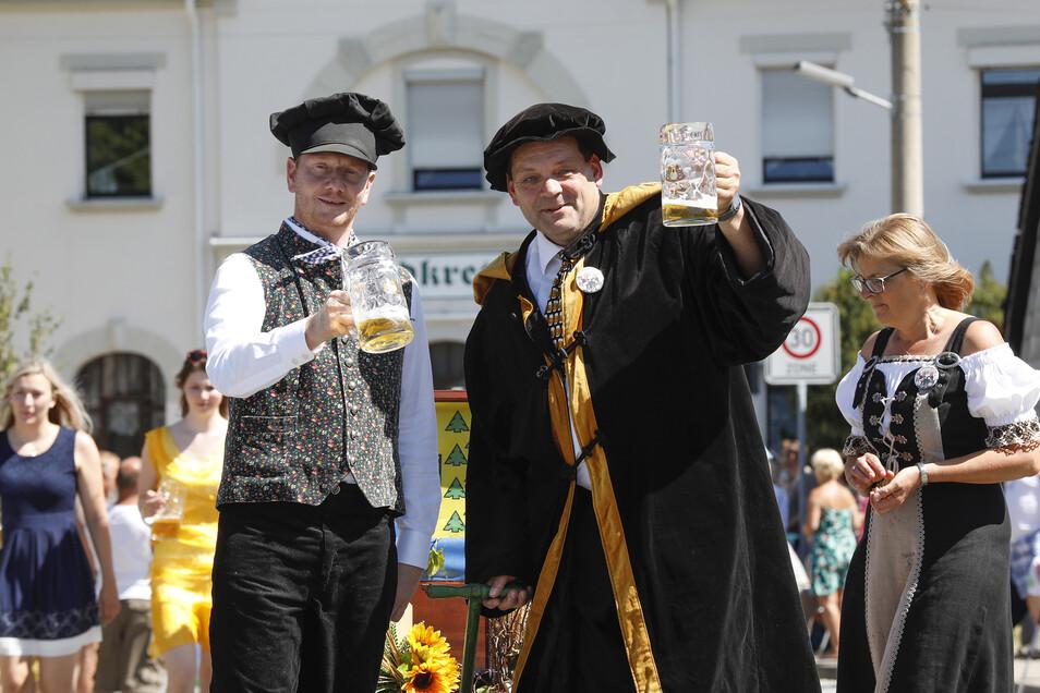 Ministerpräsident Michael Kretschmer und Kottmars Bürgermeister Michael Görke führten den Festzug an.