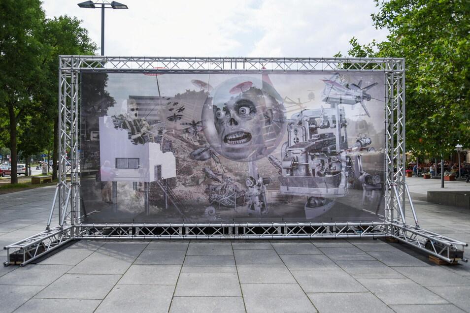 """Colin Raff: """"Rückzugsgebiet mit Heuschrecken"""", auf der Rückseite ist die Installation von Reinhard Zabka zu sehen."""
