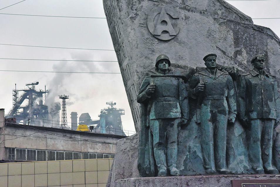 Das Stahlwerk gehört dem Millardär Renat Akhmetov,er ist der mächtige Mann von Mariupol.
