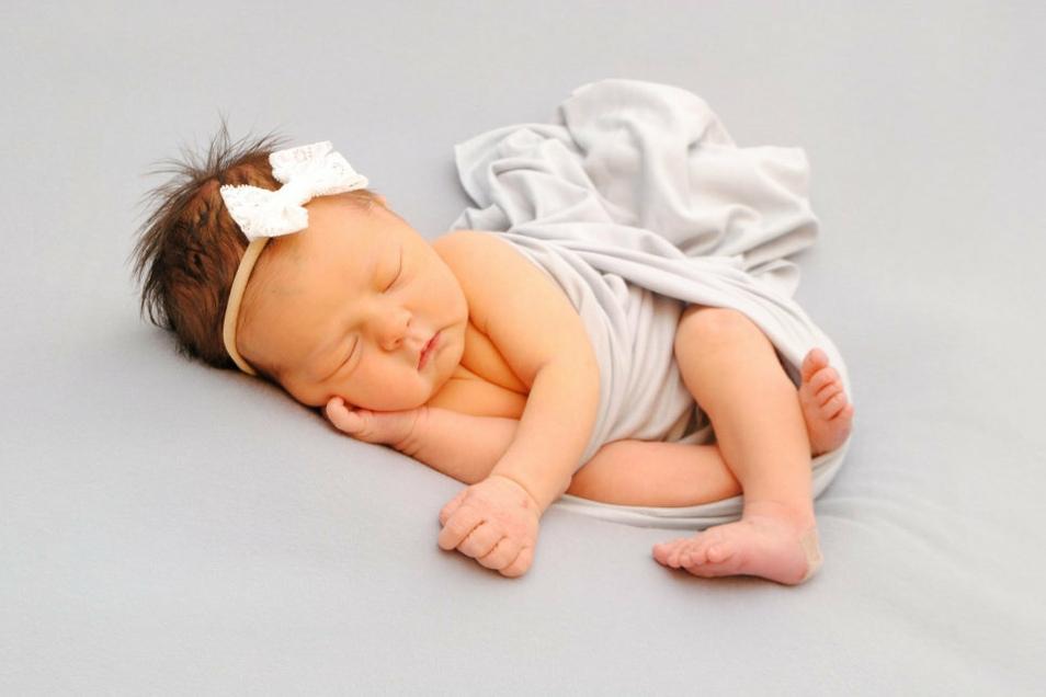 Nele, geboren am 9. Juli, Geburtsort: Meißen, Gewicht: 3.250 Gramm, Größe: 51 Zentimeter, Eltern: Susann und Martin Walzebuck, Wohnort: Meißen