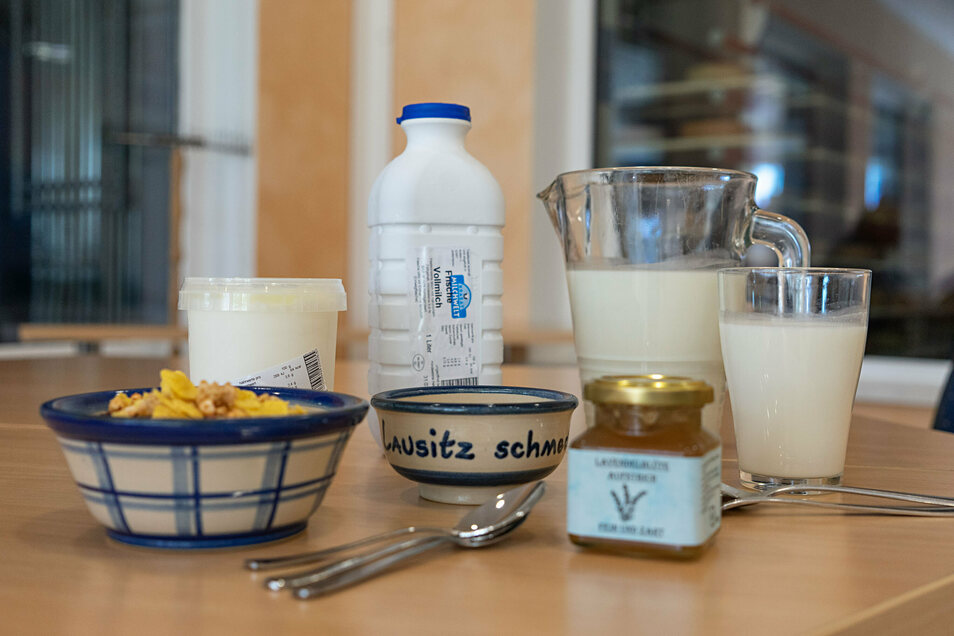 Jeder Rundgang durch die Krabat Milchwelt endet im Besucherraum. Dort werden hauseigene Produkte serviert.