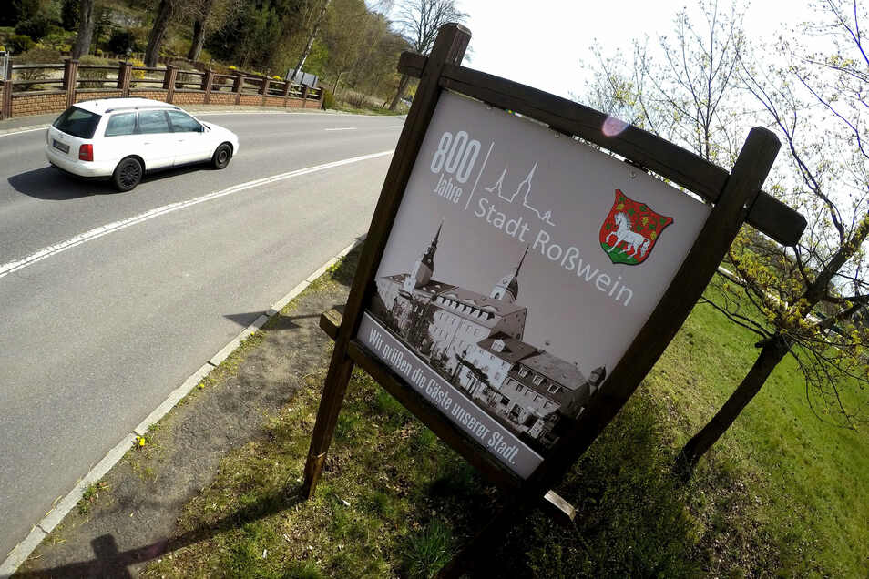 Wie an der Grünen Aue hat Roßwein schon an verschiedenen Ortseingängen für das Stadtjubiläum sowie das Schul- und Heimatfest im Sommer geworben. Das wird nun mit Zustimmung der Stadträte verschoben und 2021 nachgeholt.