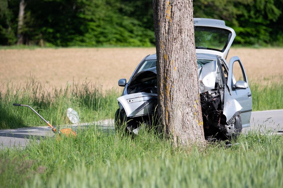 Nach seiner Tat fuhr der 43-Jährige gegen einen Baum und verletzte sich dabei.