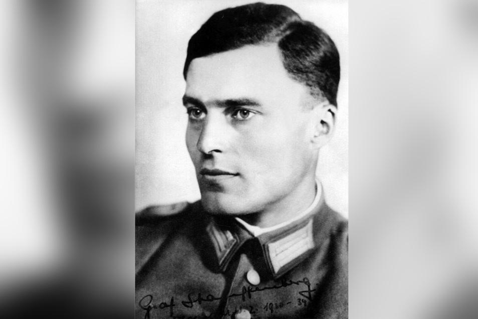 Claus Schenk Graf von Stauffenberg (1907 - 1944) wollte Hitler töten und die NS-Diktatur stürzen. Nach dem gescheiterten Staatsstreich am 20. Juli 1944 wurde er erschossen.