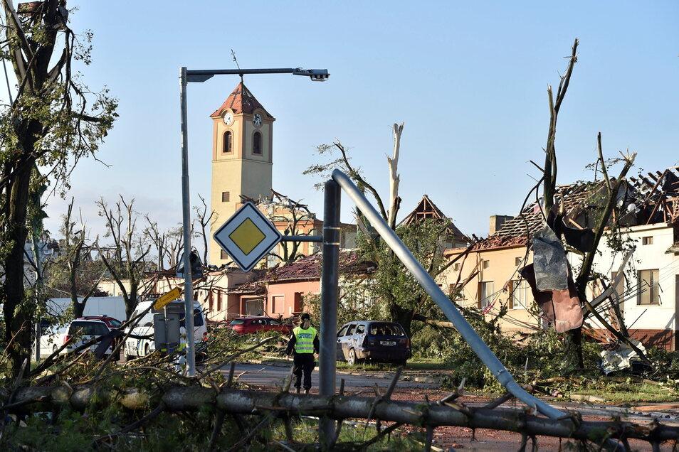 Häuser und eine Kirche wurden im Dorf Moravska Nova Ves getroffen