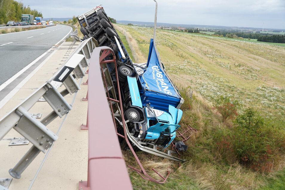 Ende September 2019 hatte ein Sturm bei der Talbrücke Wohla einen Lkw von der Fahrbahn geweht. Die Reparaturarbeiten dauerten über sechs Monate.