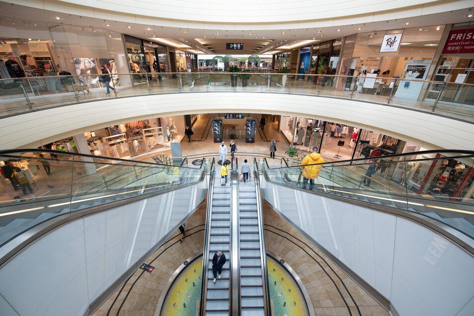 In den Dresdner Einkaufscentern wie hier in der Altmarkt-Galerie sind noch einige Geschäfte wie Lebensmittelmärkte und Drogerien geöffnet. Wir geben einen Überblick.