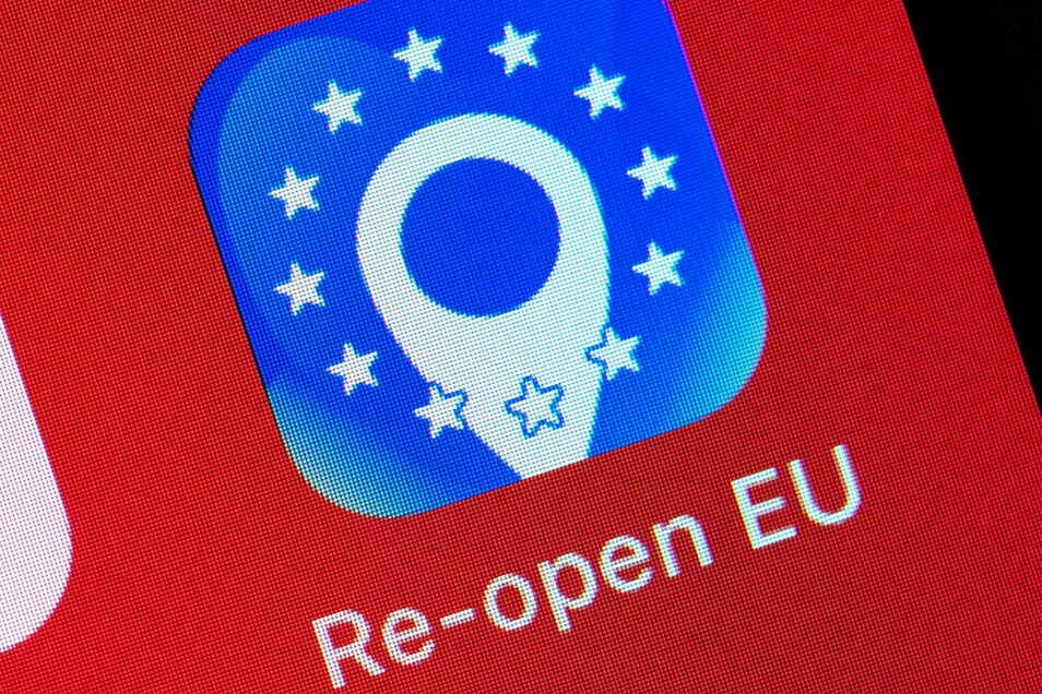 Die Info-Seite reopen.europa.eu/de - auch via App abrufbar - informiert Reisende über Corona-Regeln in Europa.