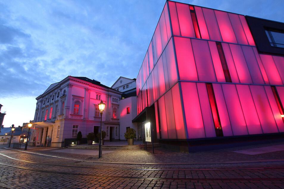 """Bei der Aktion """"Night of Light"""" zeigte sich das Theater in Rot. Foto: Lars Halbauer"""