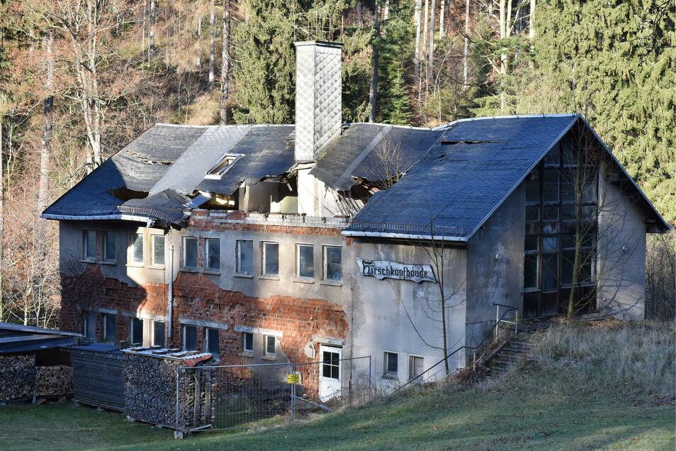Das ehemalige Ferienheim Ruine Hirschkopfbaude in Hirschsprung ist nur noch eine Ruine.