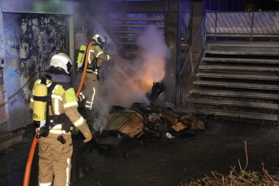 Die Feuerwehr löschte zwei Brände.