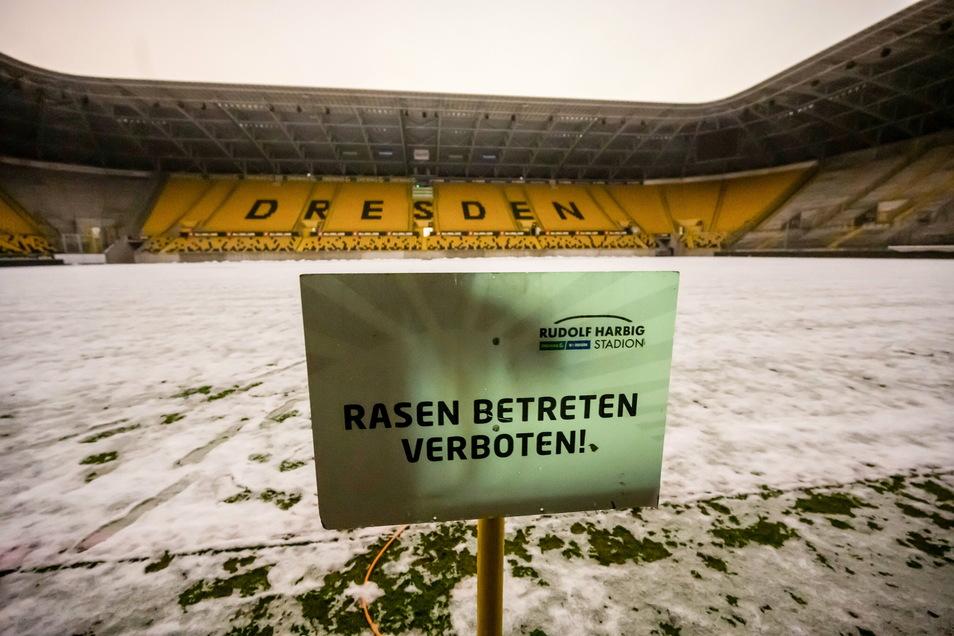 Betreten verboten? Am 29. Januar musste Dynamos Spiel gegen Bayern München II abgesagt werden – und nun schlägt der Winter erst so richtig zu.
