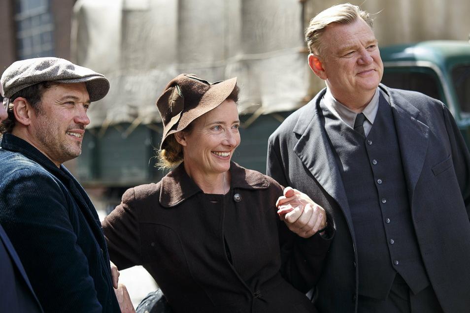 """Auf Filmgrößen wie Emma Thompson und Brendan Gleeson (links im Bild ist Regisseur Vincent Perez) beim Dreh zu """"Jeder stirbt für sich allein"""" freut sich Görlitz."""