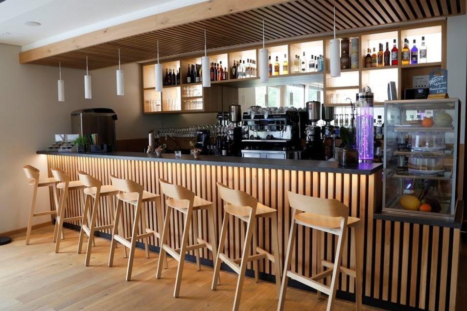 Die Bar kann im Waldstrand-Hotel eröffnet werden.