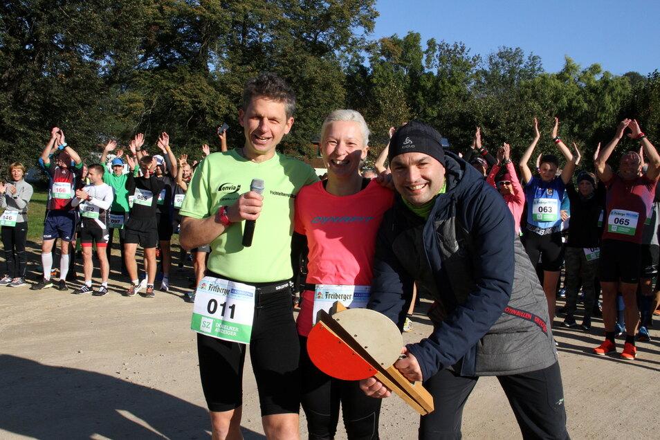 Die Organisatoren Dirk Schreiber (von links), Annett Naumann und Ronny Naumann konnten die 25. Auflage des Leisniger Burglaufes feiern. Insgesamt waren 144 Teilnehmer am Start.