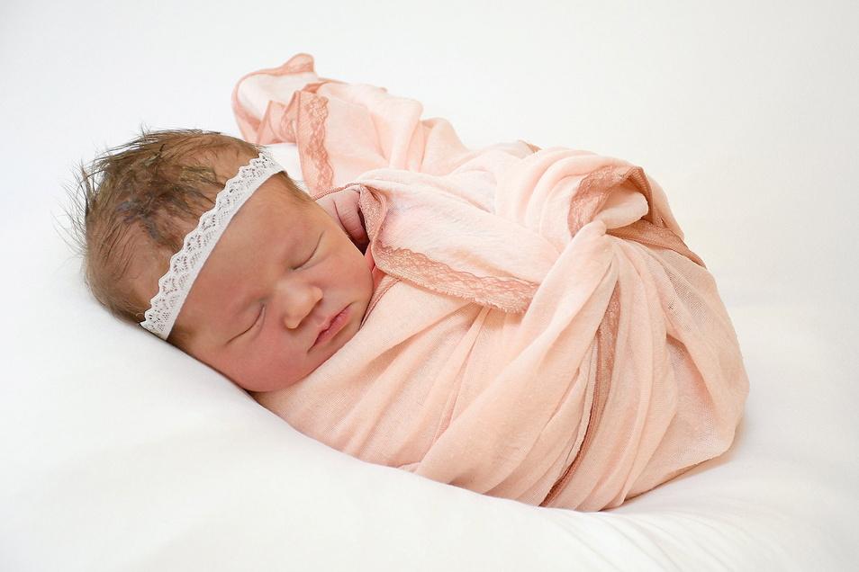 Mia, geboren am 29. März, Geburtsort: Freital, Gewicht: 3.585 Gramm, Größe: 55 Zentimeter, Eltern: Carolin Fischer und Steven Parda, Wohnort: Freital