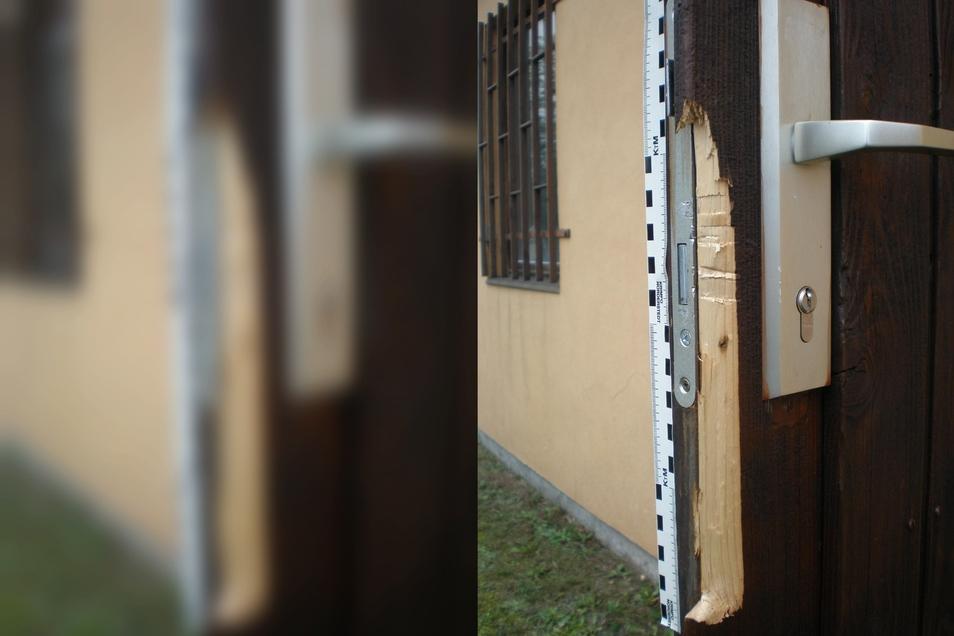 Ein Bild von der aufgebrochenen Tür