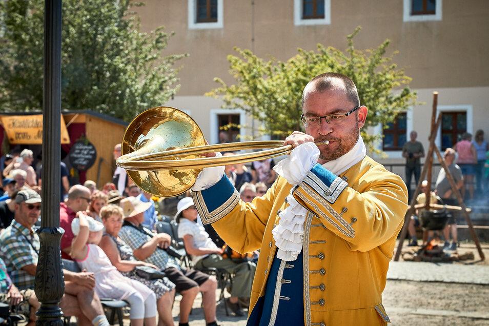 Das Horn kündigt Majestät an. (Fotos: Marko Förster)