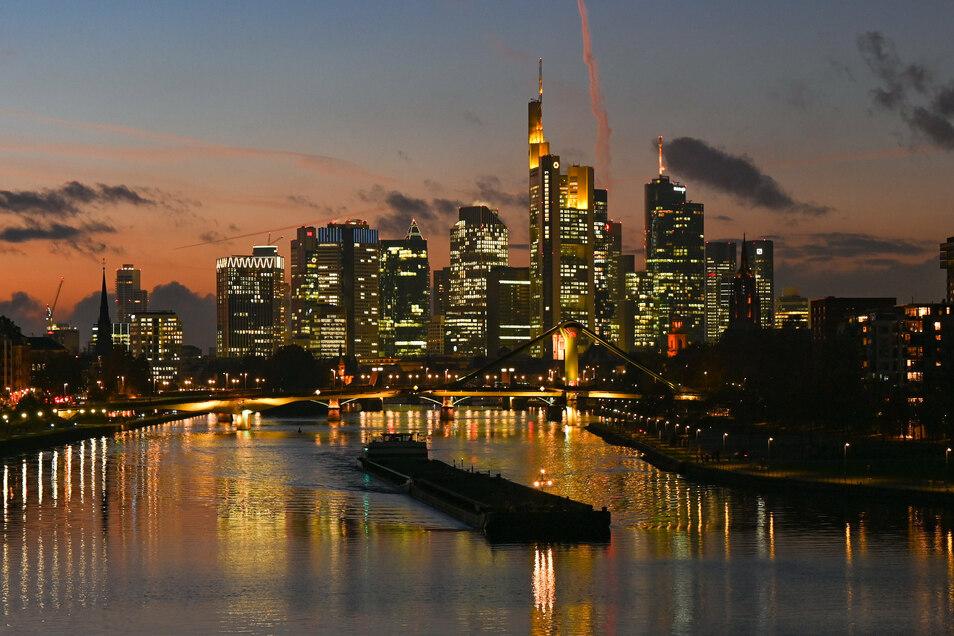 Das Frankfurter Bankenviertel bekommt Zuwachs. Geldinstitute aus London siedeln sich hier an.