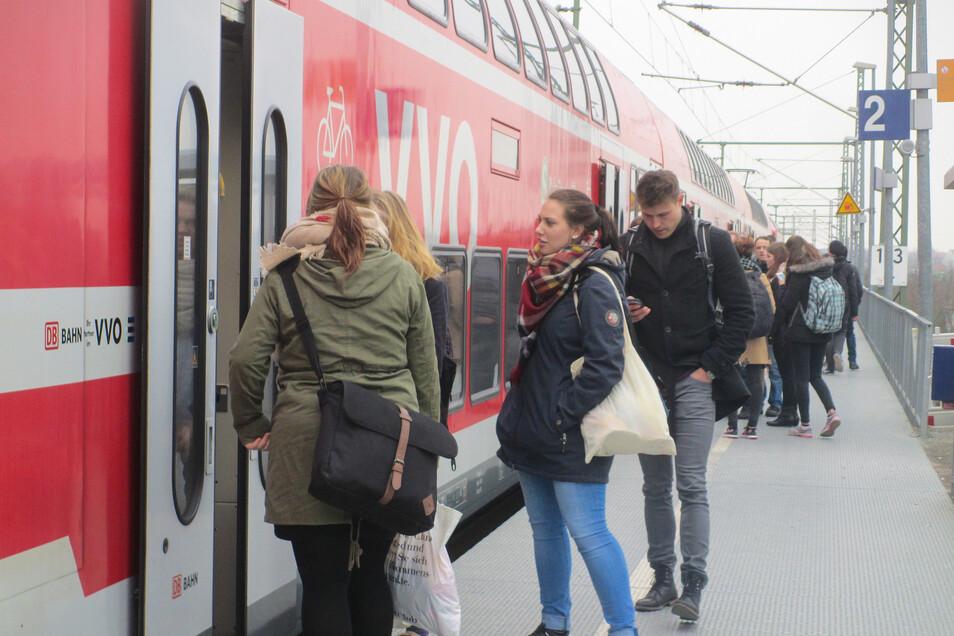 Die Unternehmen im Verkehrsverbund Oberelbe bieten verschiedene Wege an, wie Fahrkarten ohne Gesundheitsrisiken erworben werden können.
