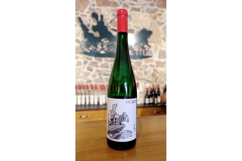 Mit dem Verkauf dieser Solidaritätsflasche will das Weingut Prinz zur Lippe den Opfern der Flutkatastrophe an der Ahr helfen.