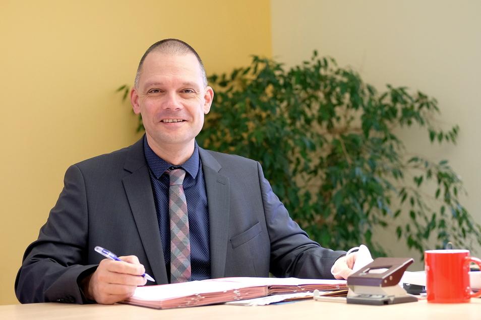 Fast schon wieder ein Dreivierteljahr Meißner Landrat: Ralf Hänsel. In dem Amt hat er den Höhepunkt der Pandemie Anfang des Jahres erlebt und jetzt einen neuen Tiefpunkt. Er war im März selbst mit milden Symptomen am Virus erkrankt.