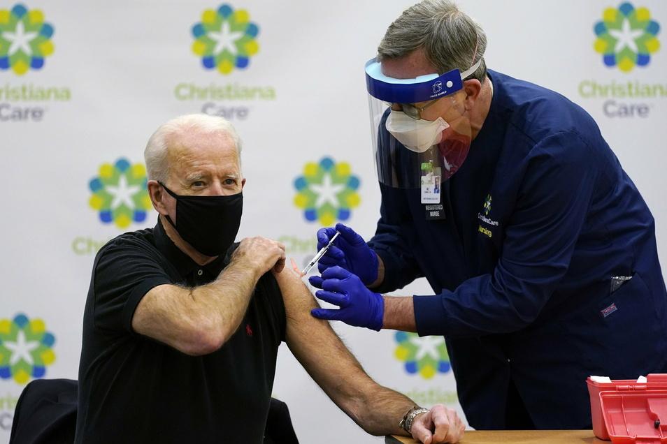 Schon früh ließ sich der jetzige US-Präsident Joe Biden gegen das Coronavirus impfen.
