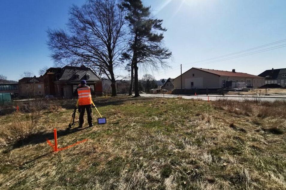In dieser Woche ist das Grundstück für das Medizinische Versorgungszentrum (MVZ) von Dr. Katarina Varga in der Nordstraße 4 in Seifhennersdorf bereits vermessen worden.