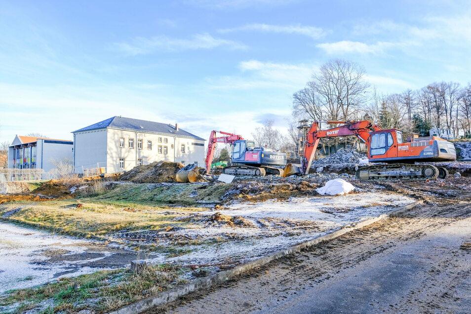 Richtig angefreundet haben sich die Moritzburger mit dem 1981 fertiggestellten Schulhaus nie. Nun ist es bis auf ein paar Fundamentreste fast verschwunden. Schon im nächsten Jahr soll hier gebaut werden.