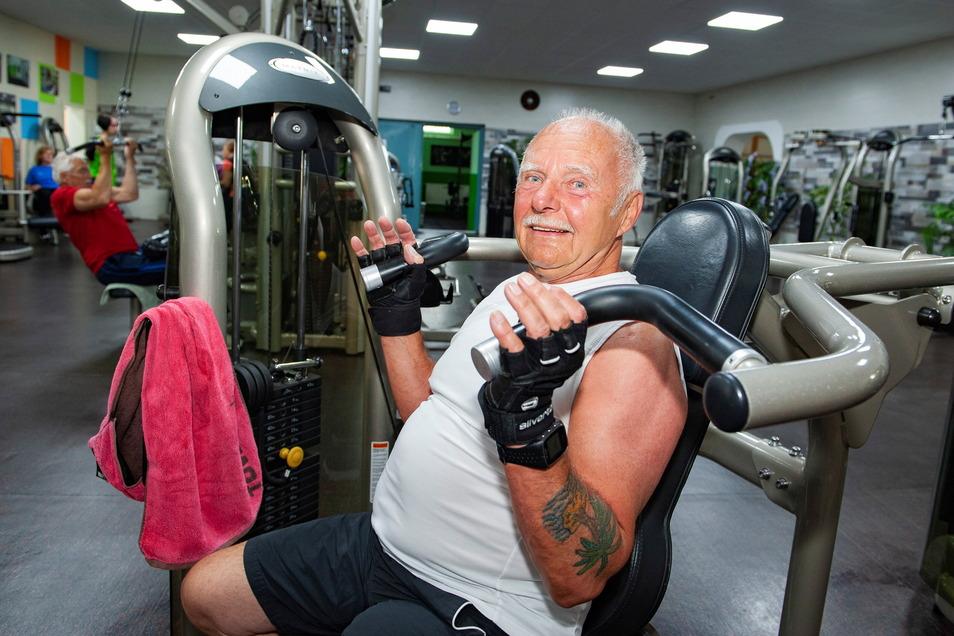 Hans-Jürgen Rafelt ist einer vom mehr als 1.000 Mitgliedern des Großenhainer Fitnessclubs, die regelmäßig im KAB trainieren, um sich fit zu halten.