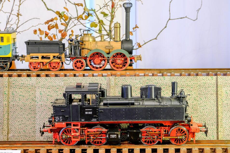 """Endlich können kleine und große Fans von Modelleisenbahnen im Coswiger Stadtmuseum Karrasburg auf ihre Kosten kommen. Ursprünglich war die Schau """"Einsteigen, bitte!"""" als Weihnachtsausstellung konzipiert."""