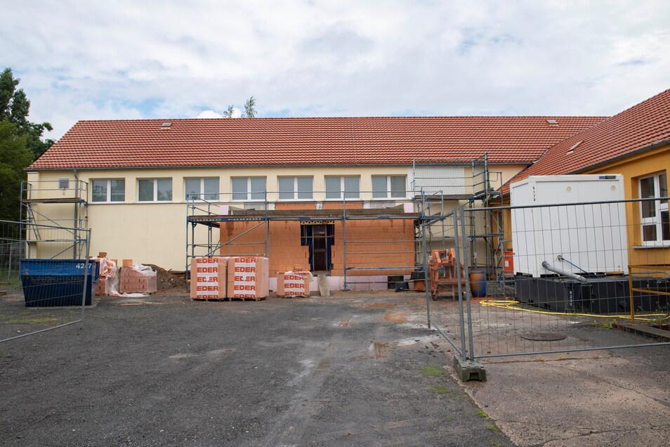 Das ist der neue Anbau für die Sportgeräte an der Kupferberg-Turnhalle.
