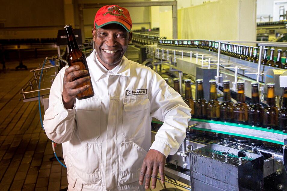 Candido Mahoche war in den 1980ern Lehrling in der Brauerei Döhlen. Als Braumeister bei der Feldschlösschen AG stellt er heute auch den Schwarzen Steiger her.