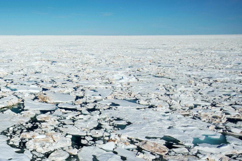 Gebrochenens Meereis ist in der Meerenge Victoria Strait im Arktischen Ozean zu sehen.