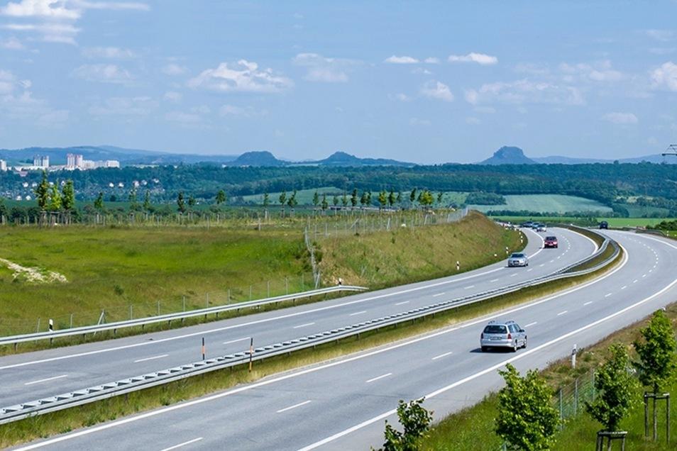 Am Pirnaer A17-Zubringer soll ein Gewerbepark, eineinhalb Mal so groß wie der Große Garten, entstehen. Möglicherweise steigt Dresden mit ein.