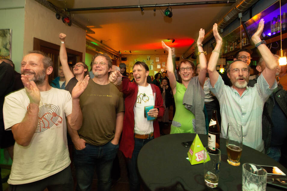 Partystimmung bei den Grünen: Sie feierten ihr Ergebnis im Alten Wettbüro.