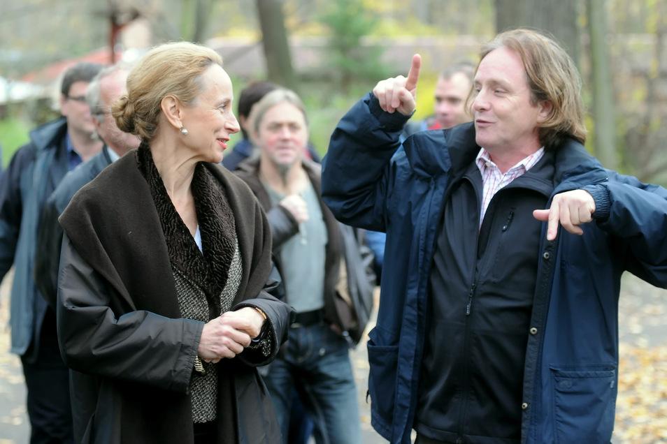 Bernd Großer (rechts) konnte auch immer wieder prominenten Besuch begrüßen - hier zeigt er der sächsischen Kulturministerin Sabine Freifrau von Schorlemer den Zittauer Tierpark.