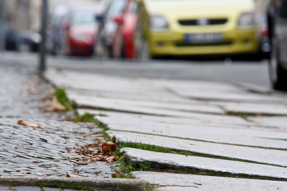 Unebene Gehwegplatten sind auf vielen Bürgersteigen in der Görlitzer Innenstadt das Problem.